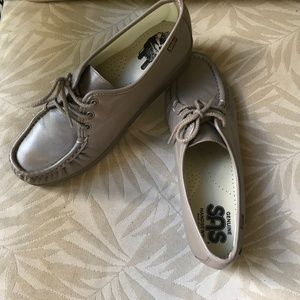 SAS TAN MOCCASIN LOAFER SHOES HAND SEWN 10.5N NEW